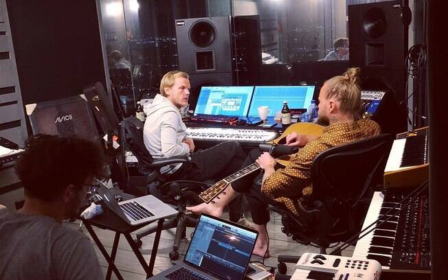 Última vez que o DJ Avicci postou estar trabalhando com música foi em 04 de abril desse ano