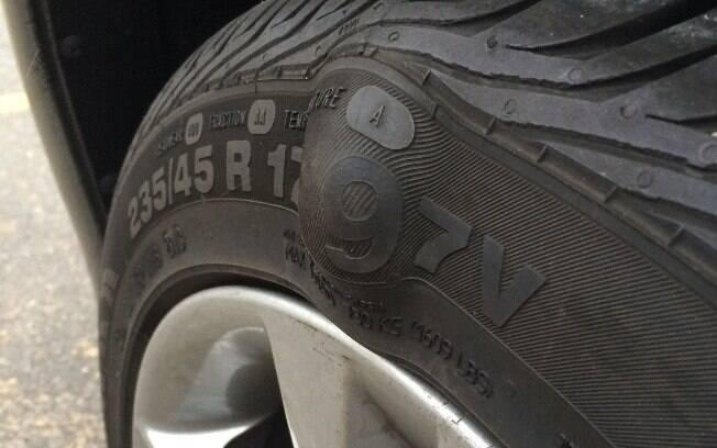 Bolhas nos pneus: Se houver alguma em seu pneu, troque-o imediatamente e reveja os seus cuidados ao volante