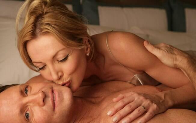 Manter o contato físico e a relação positiva é um desafio para os casais