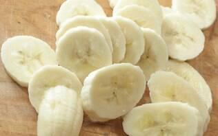 Bolo de banana caramelizada