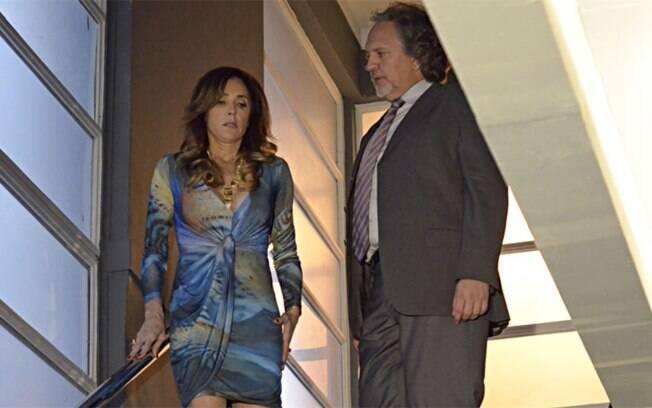 Tereza Cristina (Christiane Torloni) atrai o mafioso para a ponta da escada de sua casa