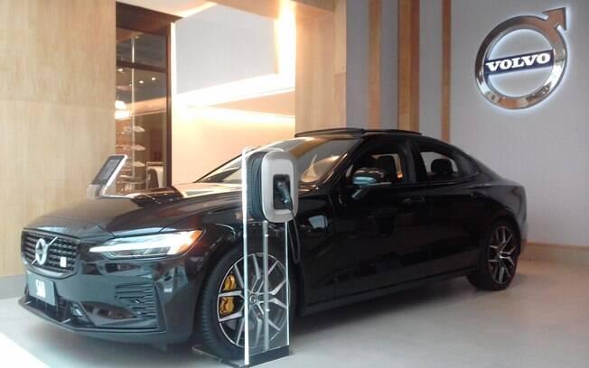 Volvo S60 Polestar: Versão topo de linha do sedã sueco chega inédito ao Shopping JK, aberto ao público
