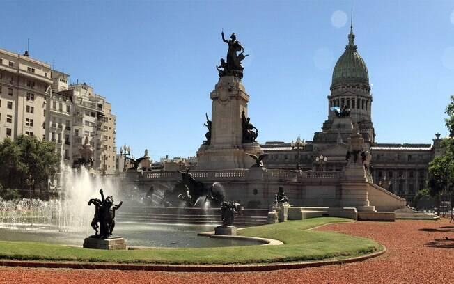 A praça abriga esculturas famosas
