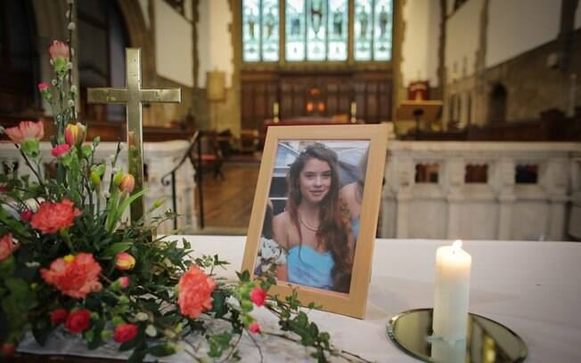 Imagem do caixão de Rebecca Watts: jovem teve pedaços do corpo espalhados por área de Bristol