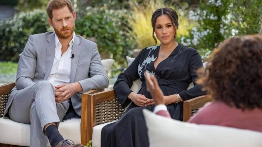 Príncipe Harry e Meghan Markle estremeceram a realeza britânica
