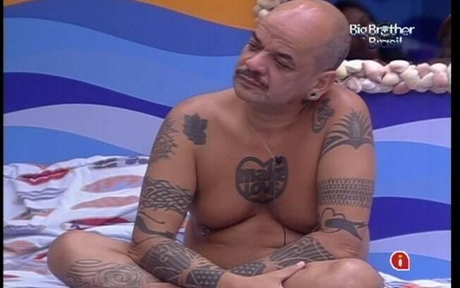 João Carvalho comenta com sisters sobre lasanha de beringela