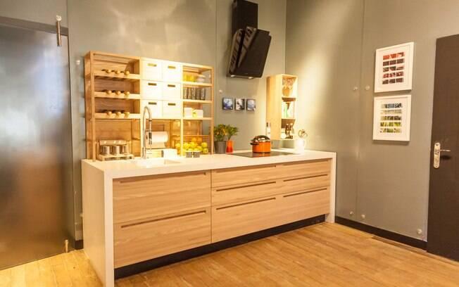 Com 70 m², o espaço ganhou de Patricia Martinez encanta pela delicadeza e o uso de madeira natural