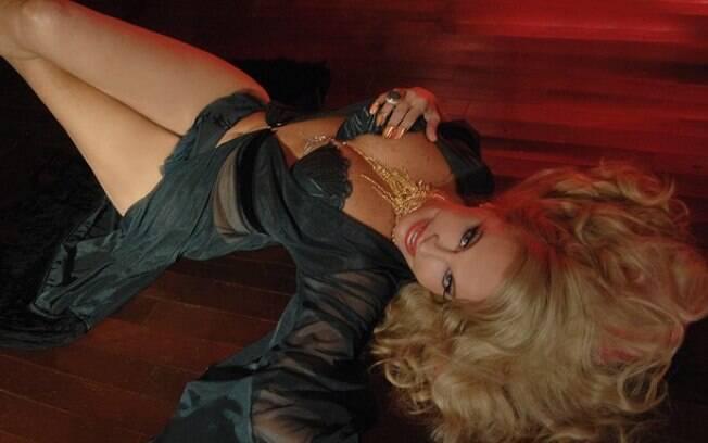 Brunete Fraccaroli em ensaio sensual clicado pela fotógrafa Gina Stocco