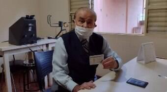 Motorista de 102 anos, do interior de SP, renova CNH por um ano