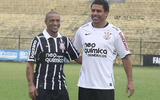 O Corinthians agitou o mercado do futebol  brasileiro ao contratar Roberto Carlos e Ronaldo