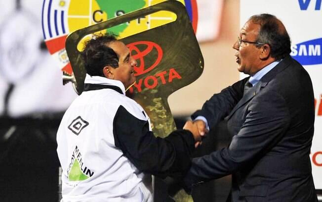 Muricy Ramalho ganhou um carro como prêmio  pela conquista da Copa Libertadores da América  2011