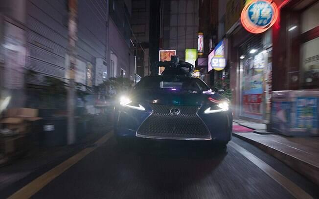 Cenas de super-heróis em 2018! T'Challa nas ruas da Coréia do Sul para impedir o traficante de armas Ulysses Klaue