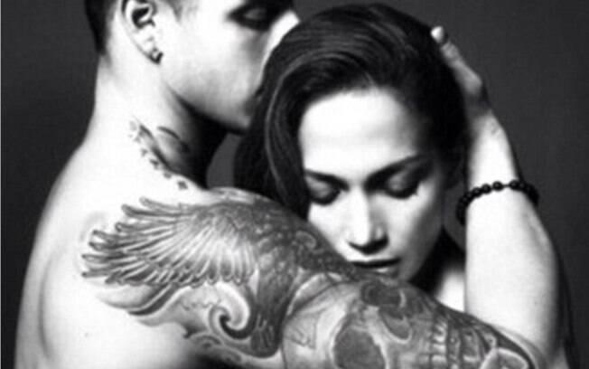 Jennifer Lopez em foto romântica com seu namorado Casper Smart