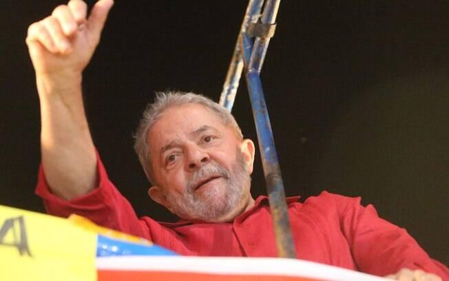 O ex-presidente Luiz Inácio Lula da Silva durante o ato convocado por centrais sindicais em SP
