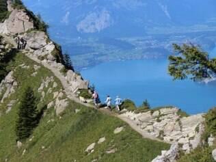 Ideal para caminhada, trilha com vista para o lago Thun e Interlaken