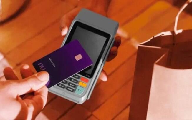 Nubank permite parcelar compras no débito em até 12 vezes