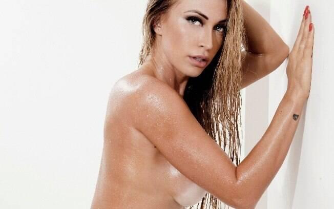 Jéssica Rodrigues em ensaio de topless
