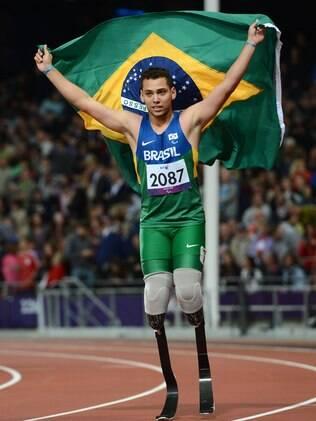 Alan Fonteles comemora a vitória nos 200m rasos em Londres-2012