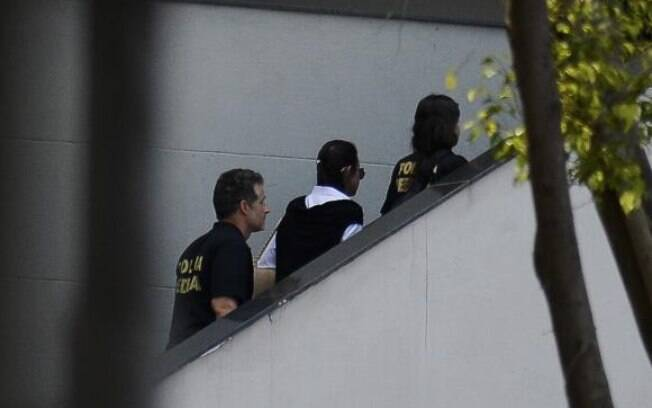 Adriana foi presa no último dia 6 de dezembro, acusada de fazer parte do esquema de corrupção envolvendo Cabral