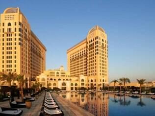 Dilma e sua comitiva (a filha Paula e cerca de outras 15 pessoas) foram instalados no Hotel St. Régis, um dos cinco estrelas mais luxuosos e premiados de Doha