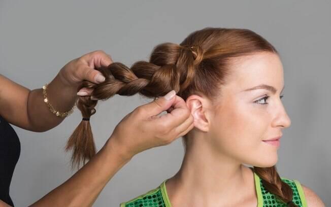As tranças dão um toque de estilo ao penteado