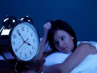 Estudo afirma que a privação do sono pode ser um gatilho para doenças neurodegenerativas, como os Males de Parkinson e Alzheimer. Confira dicas para dormir melhor.