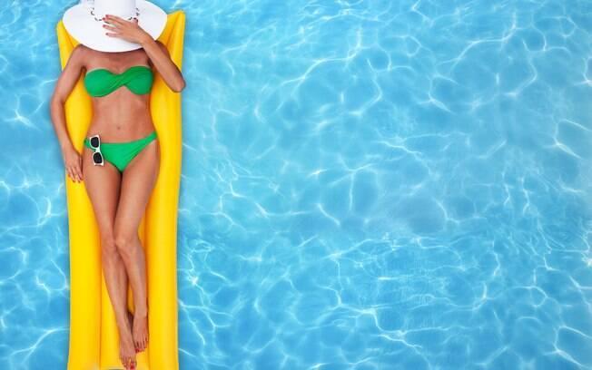 Não ficar muito tempo com a roupa úmida ajuda a se prevenir de doenças na piscina