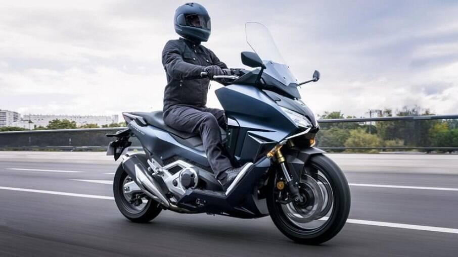 Honda Forza 750 2021: versão topo de linha do scooter que chegará ao Brasil com motor de 350 cc de cilindrada