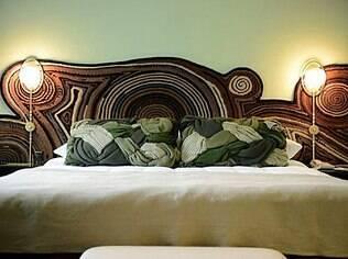 Decoração de um quarto do hotel Lutetia, em Paris, feita pelos irmãos Campana