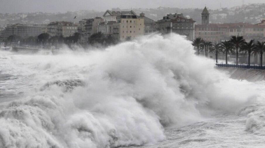 Nove pessoas morrem afogadas após ressaca nas marés da França