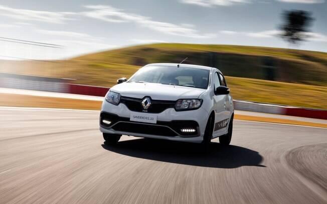 Renault Sandero RS justifica sua entrada na lista dos hatches mais gastões pela proposta esportiva