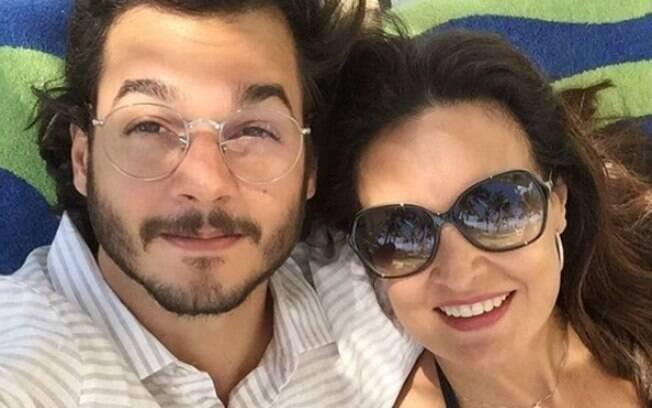 Fátima Bernardes em viagem ao lado do namorado Túlio Gadêlha