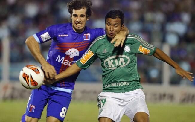 Martin Galmarini marca Vinícius na partida  entre Tigre e Palmeiras na Argentina