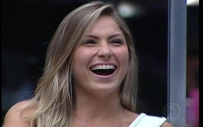 Renata ri da pergunta de Bial