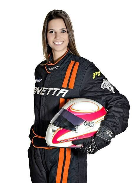 Pilota brasileira Alline Cipriani