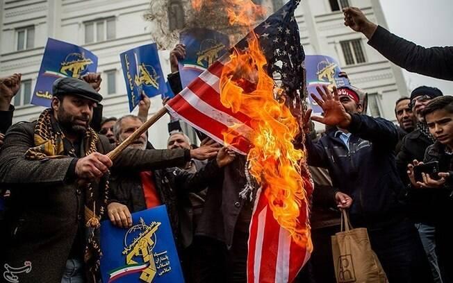 Protesto contra os Estados Unidos é realizado no Irã