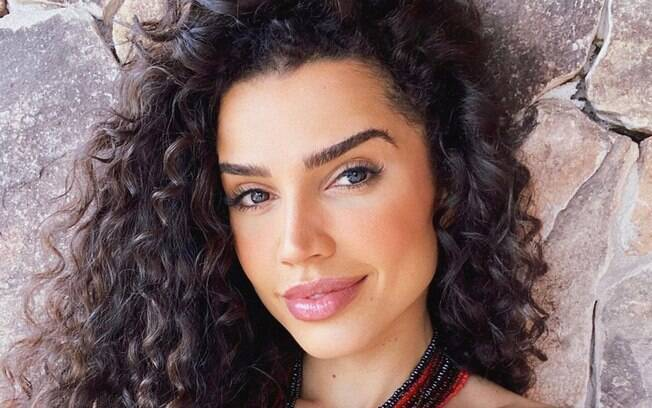 Paula Amorim é perseguida por fãs