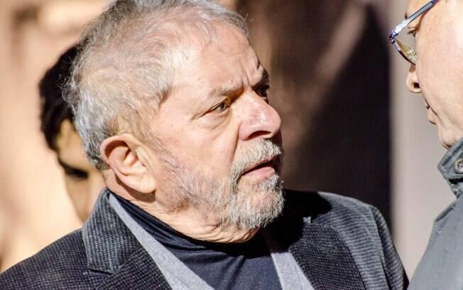 Opositores de Lula se manifestam a favor da decisão do juiz Sérgio Moro que decidiu pela condenação do ex-presidente