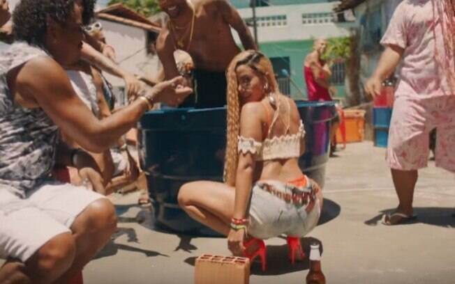 Compadre Washington aparece no clipe de Anitta