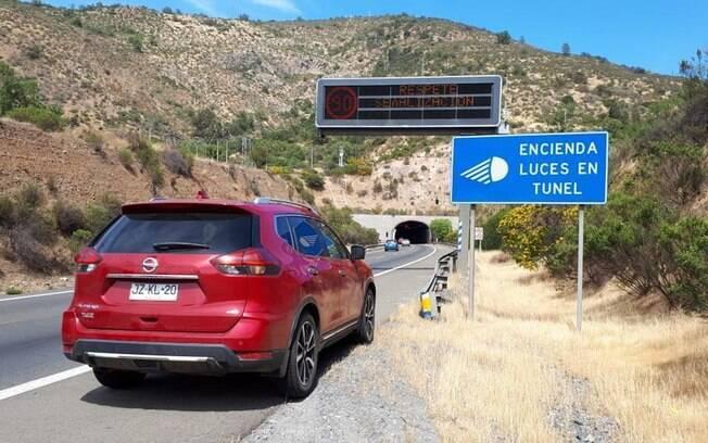 Nissan X-Trail na Ruta 68, que liga Santiago ao litoral