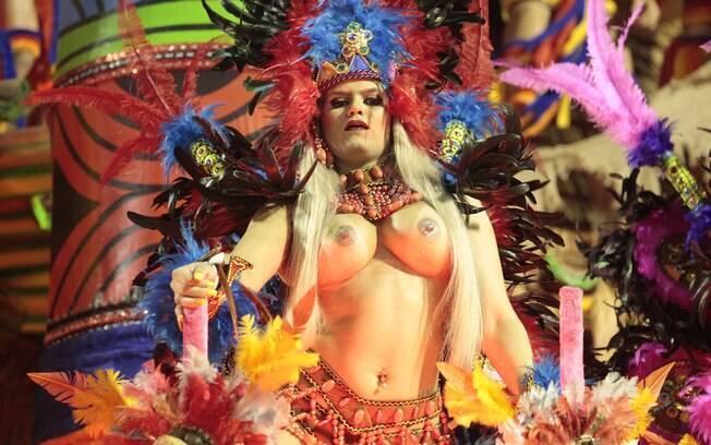 Musas do carnaval ousam na fantasia e mostram demais na avenida