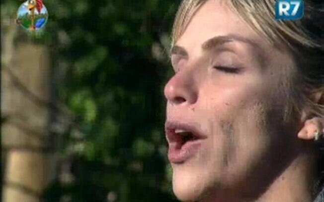 Anna Markun canta na Fazenda