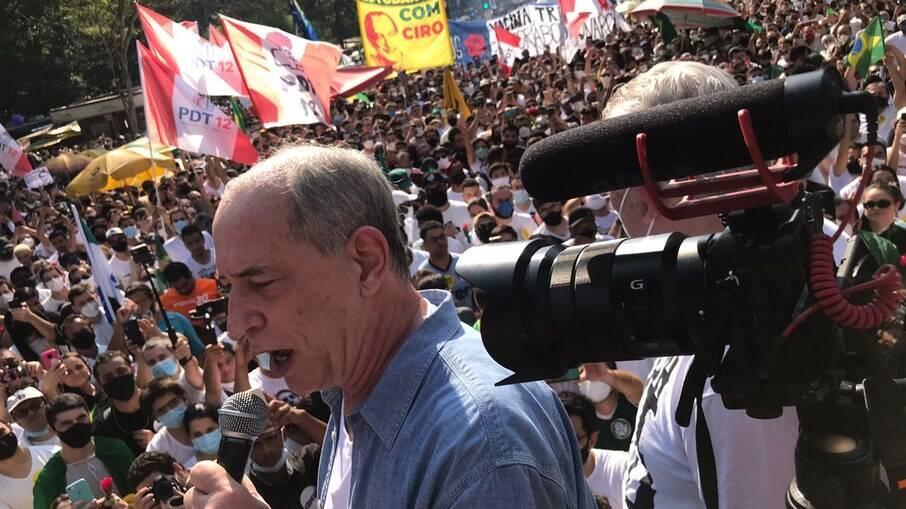 Ciro foi vaiado e quase agredido em manifestação da esquerda em São Paulo