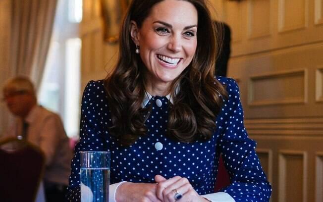 Uma pessoa próxima à Família Real revelou o truque usado pela duquesa Kate Middleton para acabar com as dores nos pés