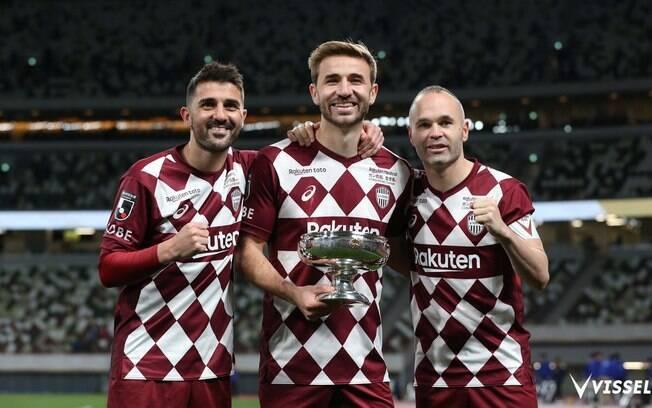 Iniesta e David Villa, que encerrou sua carreira, foram campeões