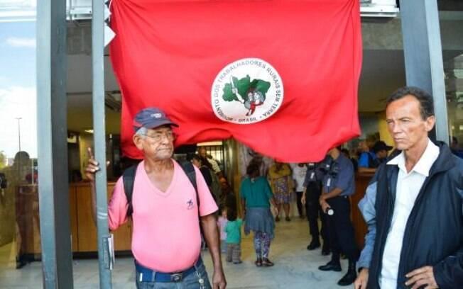 Pelo menos 80 manifestantes do MST invadiram a sede do Incra em Brasília