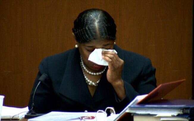 A enfermeira Cherylin Lee se emociona durante testemunho