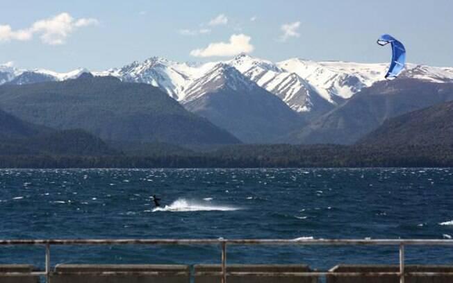 Kitesurfing no Lago Nahuel Huapi é opção para os jovens que curtem se aventurar
