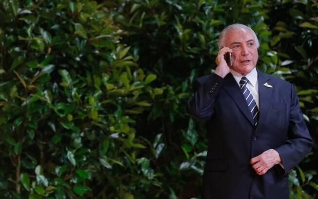 Michel Temer tentou ligar para o ex-ministro Moreira Franco horas antes de ambos serem presos