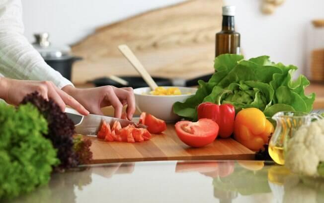 O segredo para eliminar peso e reduzir medidas é prestar atenção à quantidade de alimento que vai ingerir